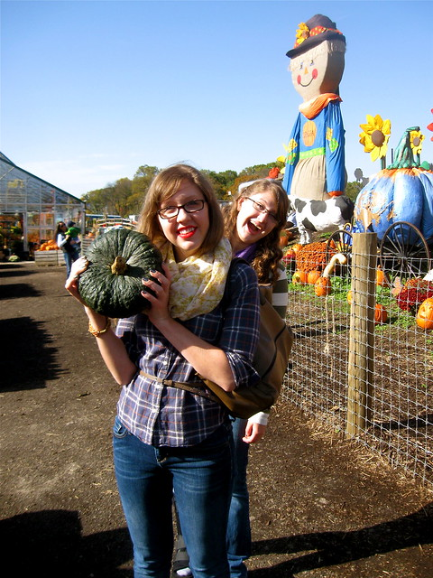 blue pumpkin photobomb