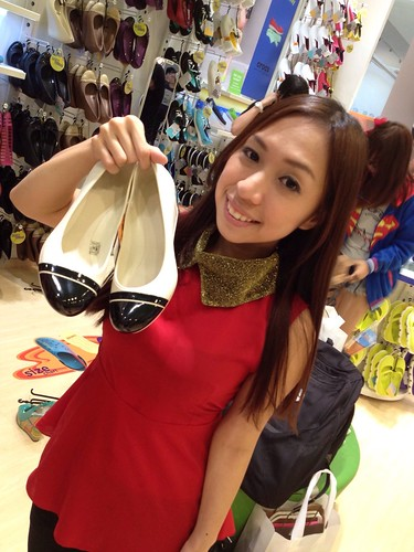 Singapore Lifestyle Blog, nadnut, Crocs, New Crocs New You, Crocs Giveaway, Crocs Fall Holiday 2012 collection, Crocs Fall/Holiday 2012 collection, Crocs Fall Holiday Collection,