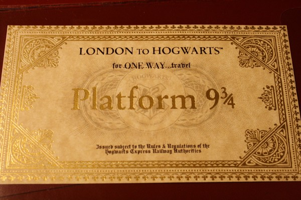 Harry-Potter-Platform-9-shop-Kings-Cross-Station-London-33-600x400