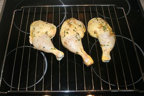 21 - Schenkel auf Rost geben / Put chicken legs on roast