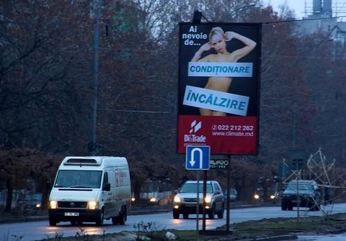 Publicitate cu femei goale în Chișinău