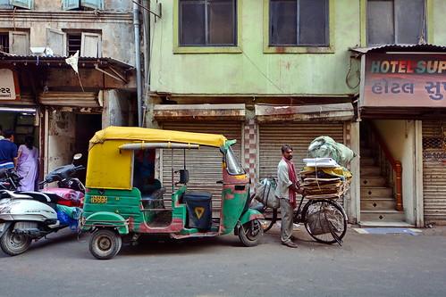 India - Gujarat - Ahmedabad - Streetlife With Auto Rickshaw - 66