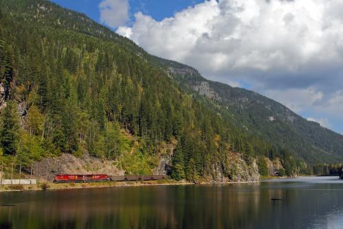 railroad canada train bc canadianpacific britshcolumbia cp tunnels revelstoke eaglepass coaltrain unittrain