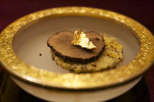 金箔黑松露 | Gold foil truffle