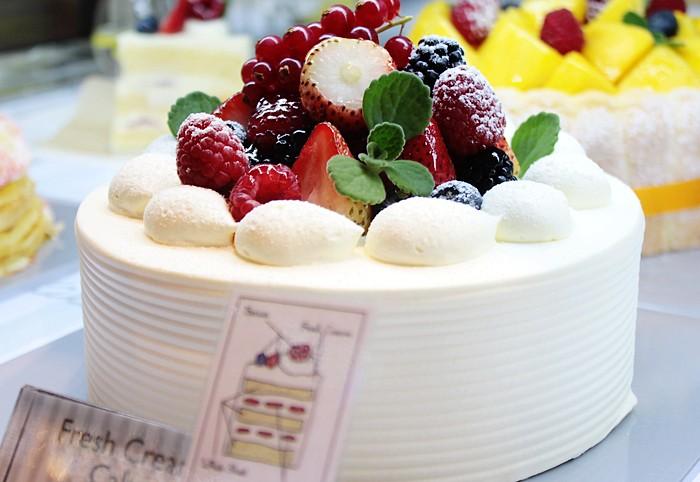 Paris Baguette Birthday Cake