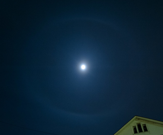 22 degree halo of the moon