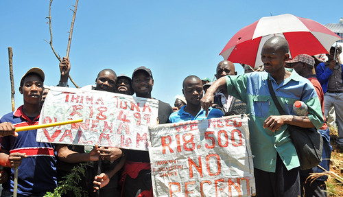 Workers from the Harmony Gold's Kusasalethu mine have agreed to return to work after a weeks-long strike. Strikes have been taking place across the country for several months. by Pan-African News Wire File Photos
