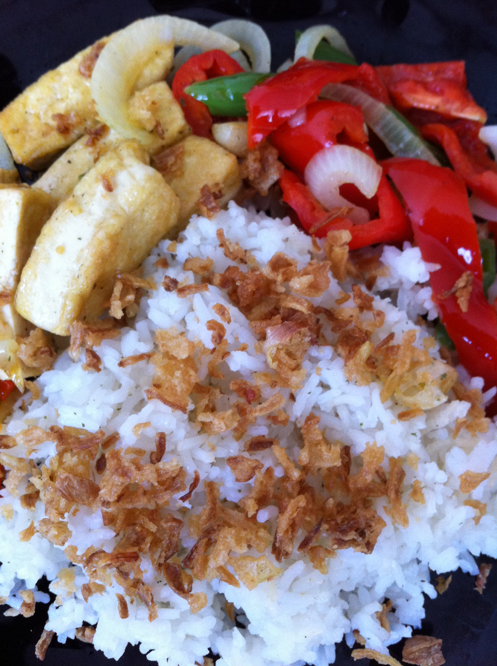 White rice with garlic tofu and vegetable