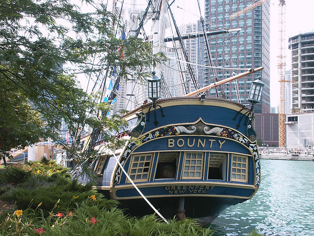 Replica of the HMS Bounty, in Chicago, Illinois, USA (photo taken in August 2003)