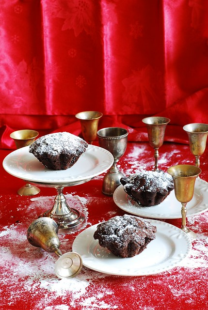 chocolate cupcakes recipe, best chocolate cupcakes, no frosting, powdered sugar