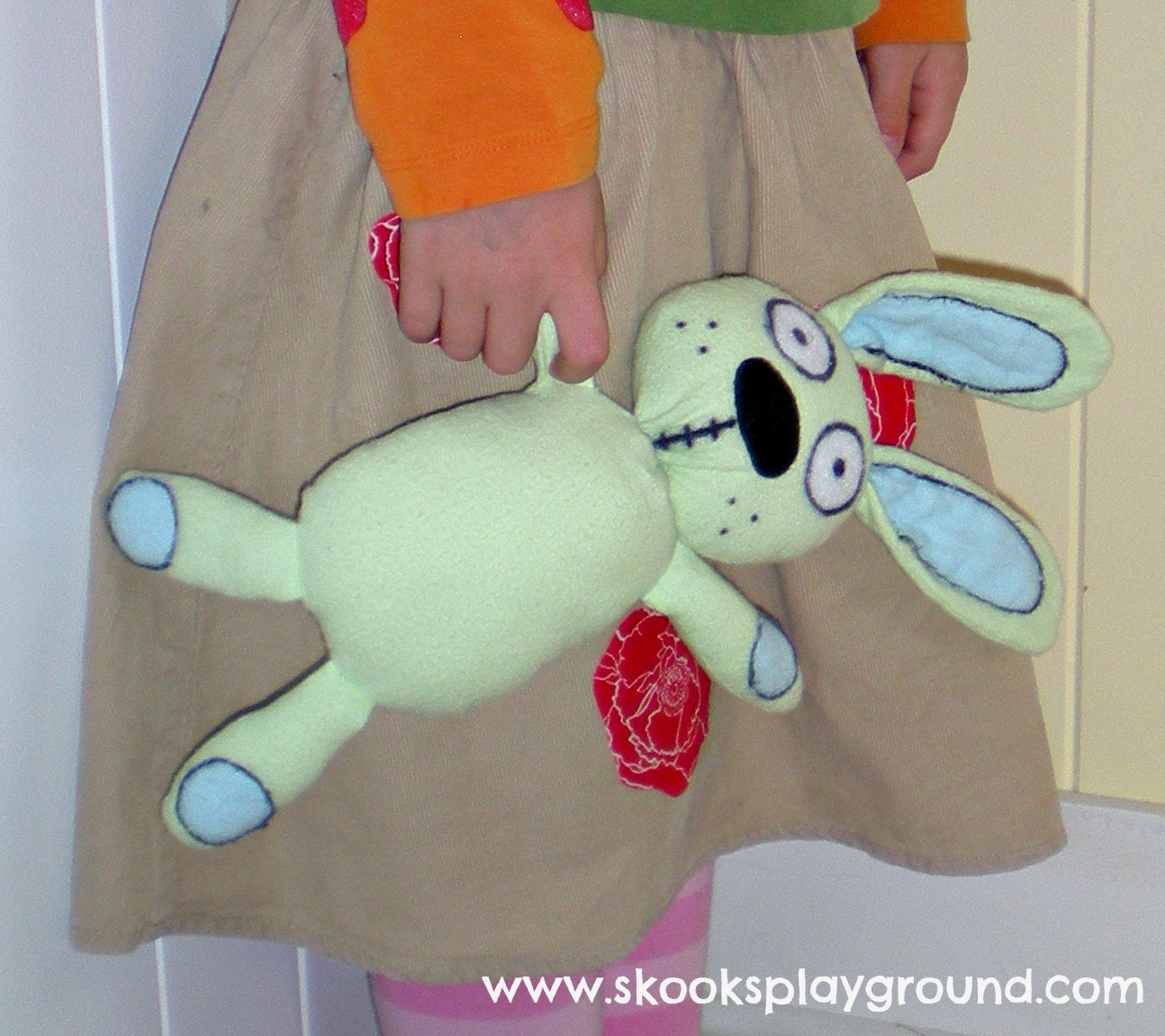 Knuffle Bunny Doll
