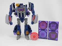 Transformers Soundwave Voyager - Generations Fall of Cybertron - modo robot vs Minions