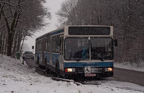 Kein optimales Wetter zur Überführungsfahrt: Im Schneegestöber machte Wagen 5410 am 21. Januar 2013 bei Reichertsheim eine kurze Pause