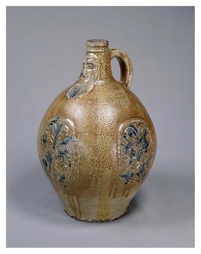 002-Botella-siglo 17-Cortesía del Tokyo National Museum
