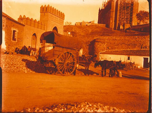 Muralla situada junto a la Puerta de San MArtín hacia 1910. Fotografía de Pedro Román Martínez. © Fondo Rodríguez. Junta de Comunidades de Castilla-La Mancha