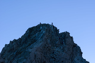 穂先に立つ登山者