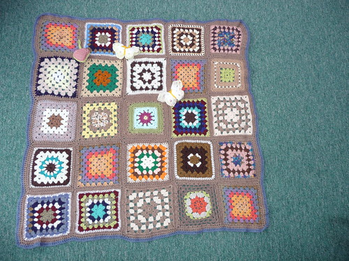 Thanks to evreryone who contributed Squares for this Blanket. Thank you to 'insearchofme' for assembling too!