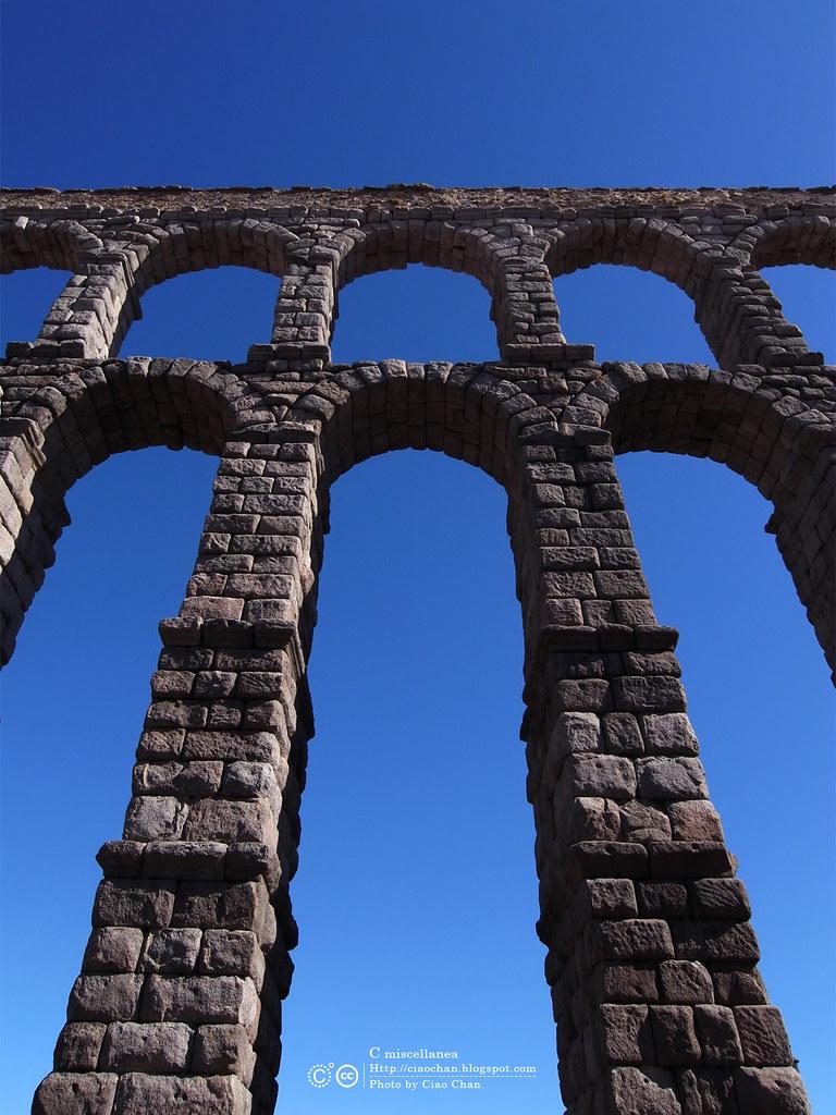 Hola Segovia~ 賽哥維亞。第一次看到建築奇蹟「羅馬水道橋」 R1044006