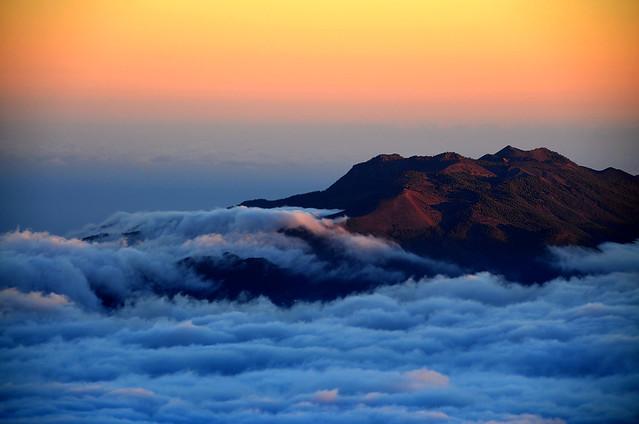 Islas sobre nubes en la isla de la Palma
