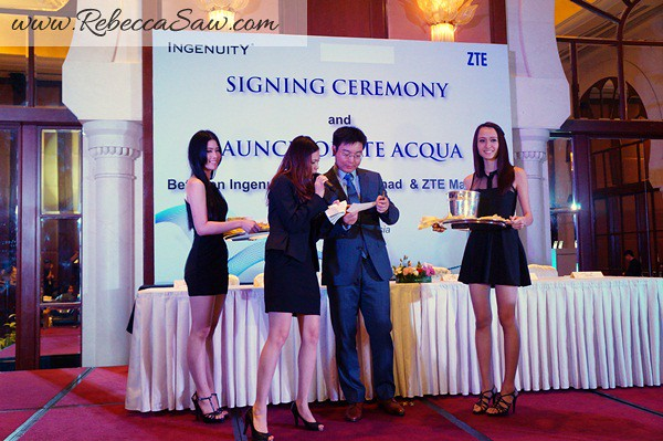 ZTE ACQUA - signing and launch