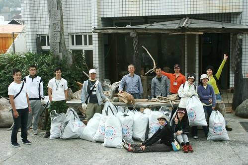 志工清出大量海洋廢棄物