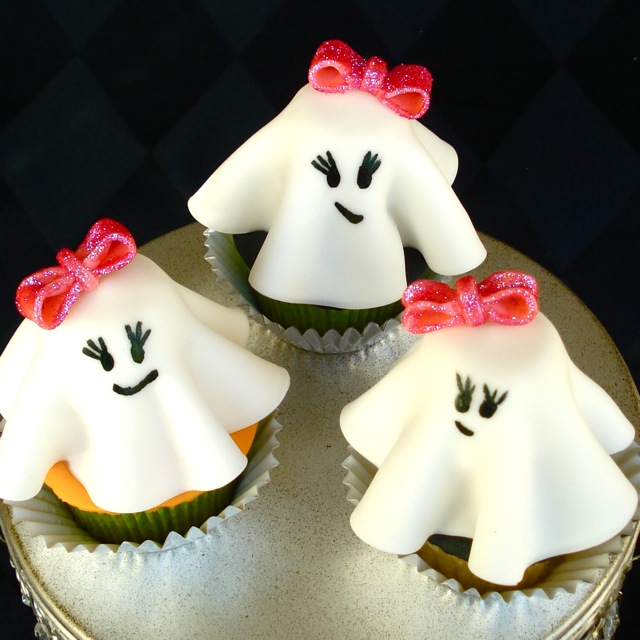 Halloween cupcake cute overload smiling ghosts with for How to make halloween cupcake cakes
