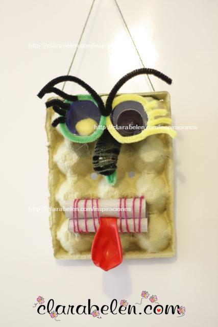 Monstruo para halloween con cartón de huevos