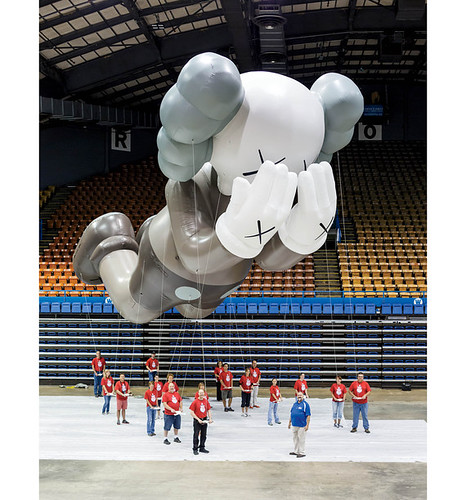 kaws-thanksgiving-macys-parade-2012