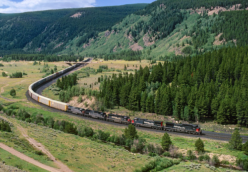 railroad train colorado sp co ge southernpacific pando camphale autoracks tennesseepass ac4400cw sd40m2 sd45t2 3grade formerriogrande pointhelpers sptrainkcoaf usarmy's10thmountaindivision
