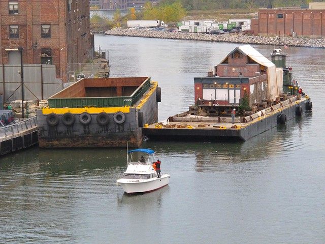 mystery house boat coming under the Pulaski at rush hour