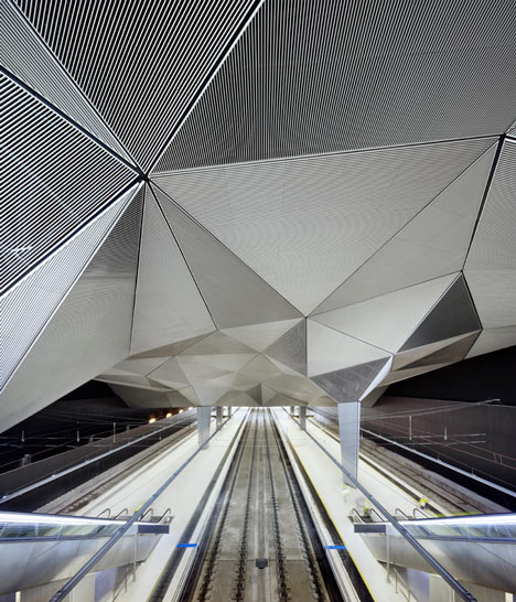 dezeen_High-Speed-Train-Station-in-Logrono-by-Abalos-Sentkiewicz-Arquitectos_2
