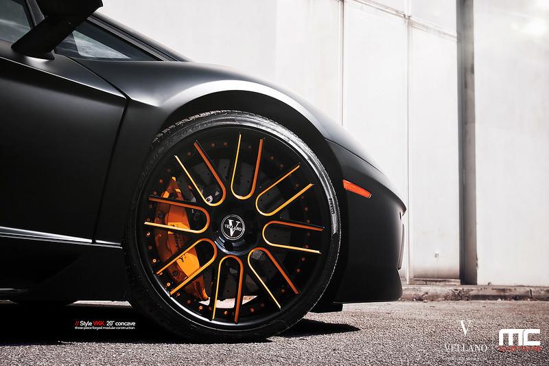 Lamborghini_Aventador_LP700_vkkC_11
