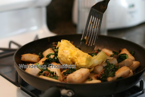 Banh Bot Khoai Mon Chien Xao Cai Xoan (Vietnamese Fried Taro Cake Stir-Fried with Kale) 17