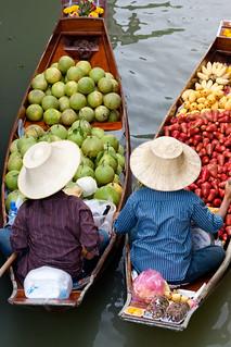 Photos of the Damnoen Saduak Floating Market of Ratchaburi Province near Bangkok in Thailand