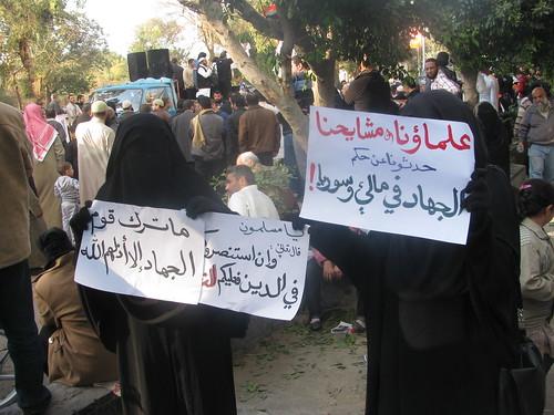 احتجاجات السلفيين والجهاديين أمام السفارة الفرنسية رفضا للحرب على مالى