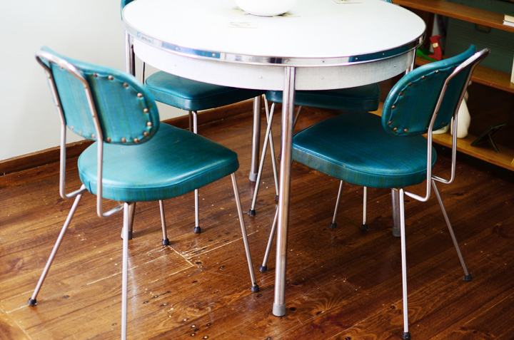 teal 1950s diner table chairs b
