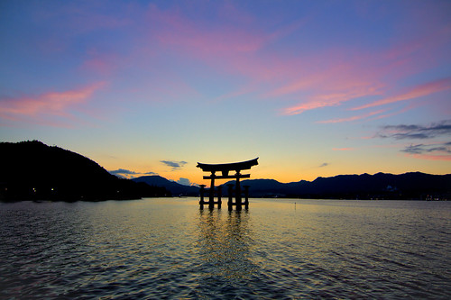 japan hiroshima miyajimaisland torii