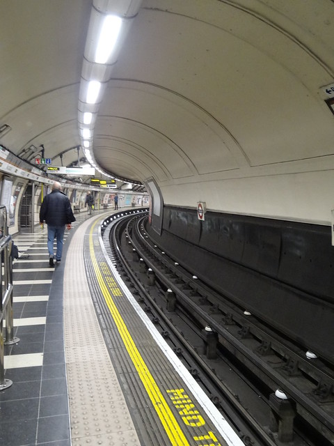 Curved Bakerloo Line Platform at Waterloo