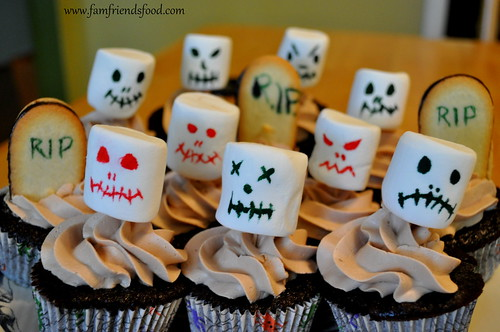 Graveyard-Zombie-Cupcakes