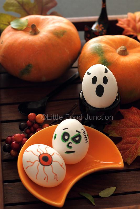 halloweggs, see more at http://homemaderecipes.com/healthy/16-halloween-treats/