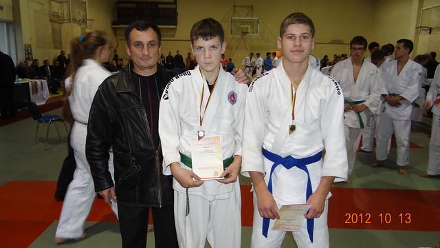 Iš kairės treneris Antanas Kasteckas , Vaidas Pronckus ir Lukas Čiuželis