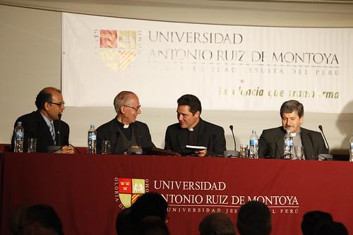 PP. Juan Carlos Morante (Rector de la UARM), Adolfo Nicolás (Superior General), Miguel Cruzado (Provincial del Perú) y Javier Quirós (Delegado de Educación).