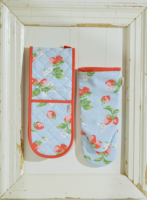 Strawberry oven gloves