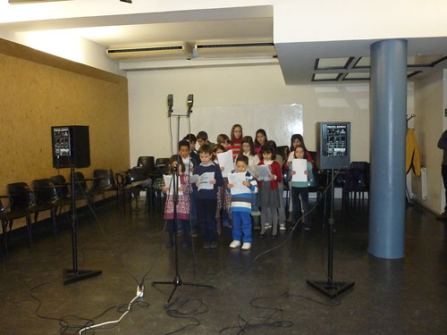 Alumnos de CEDAM grabando disco con los Payasos de la Tele