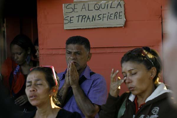 Familiares de los muertos y heridos en cárcel de Uribana.