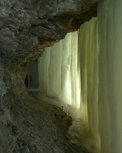 Long narrow cave