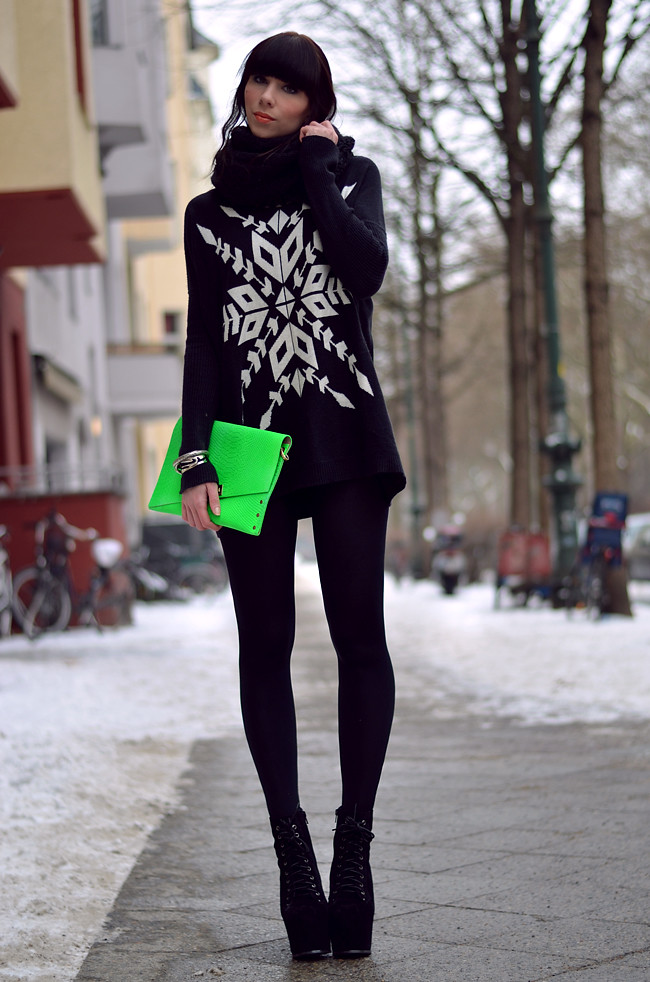 Blogger outfit: ohhandy green clutch AX Paris jumper 8