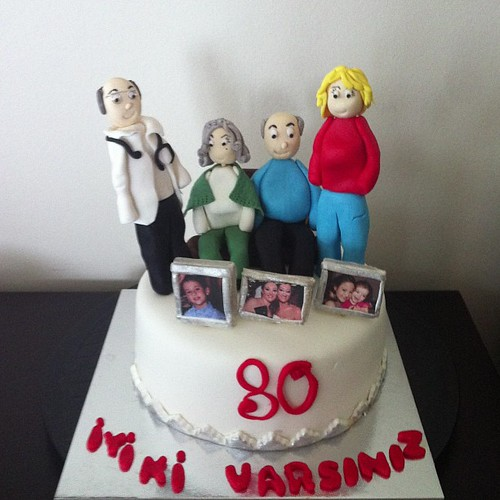 #birthfaycake#80thbirthday#grandma#grandpa#mom#uncle#grandchildren#family #sugarart #sugarpaste by l'atelier de ronitte