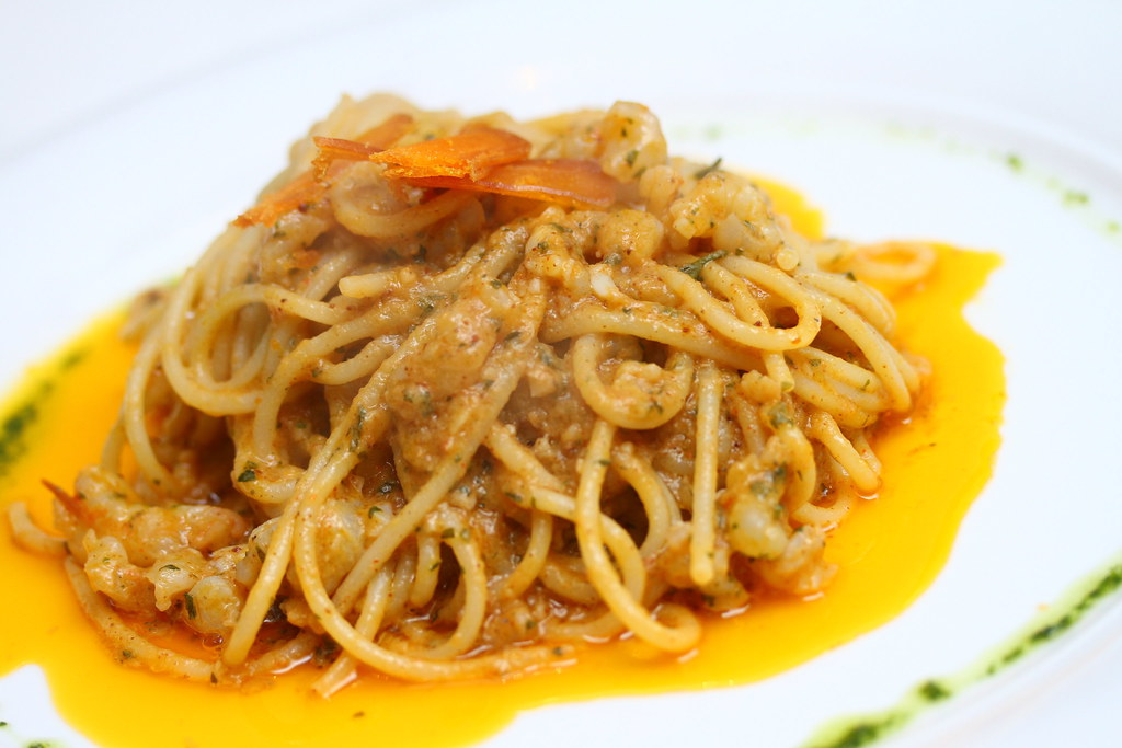 Etna Italian Restaurant & Pizzeria: Spaghetti with sea-urchin and Carloforte bottarga (cured mullet roe)