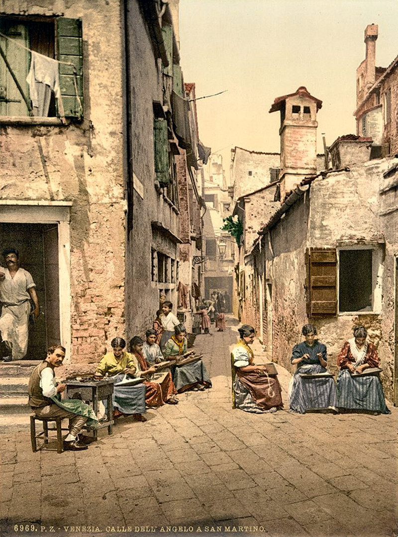 A court yard (Calle dell Angelo a San Martino), Venice, Italy